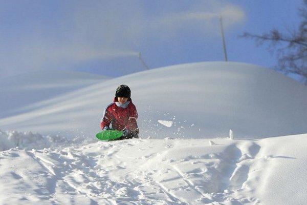 Sneh bude v lyžiarskych strediskách už len posledných pár dní.