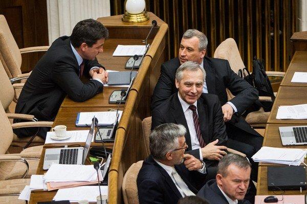 Odvolávanie šéfa KDH zjednotilo postup pravice iba na niekoľko hodín.