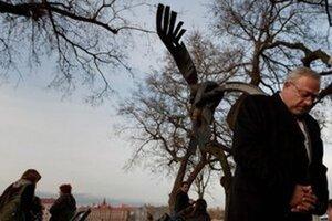 Spomienka na zavraždeného študenta Daniela Tupého pri pamätníku na nábreží Dunaja.