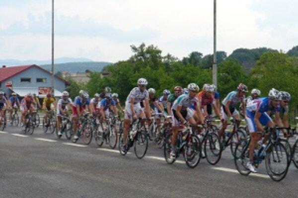 Prvé dve etapy najväčšej cyklistickej udalosti Novákoch a Handlovej.
