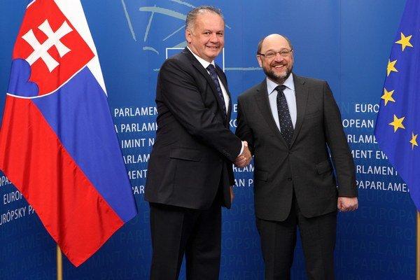 Prezident SR Andrej Kiska (vľavo) a predseda Európskeho parlamentu Martin Schulz.