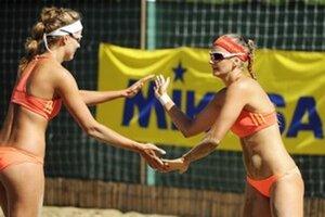 Dominika Nestarcová a Natália Dubovcová obsadili v svetovej sérii v plážovom volejbale trikrát tretie miesto.
