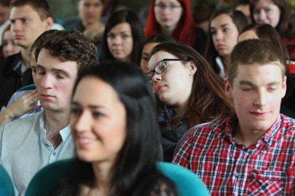 Mladí odchádzajú študovať do Česka.