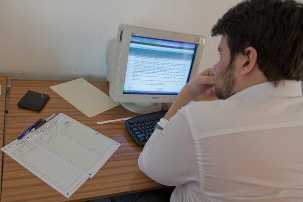 Žiaci absolvovali písomné maturity aj pomocou e-testu.