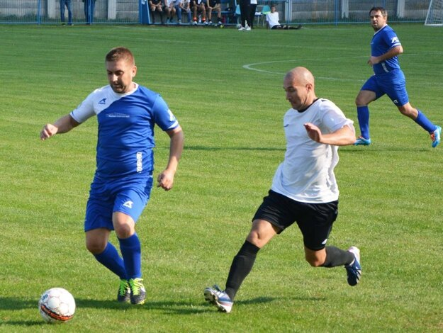 Jediný gól stretnutia Preseľany - Tešedíkovo (0:1) strelil už v 2. minúte Juraj Michalík (v bielom).