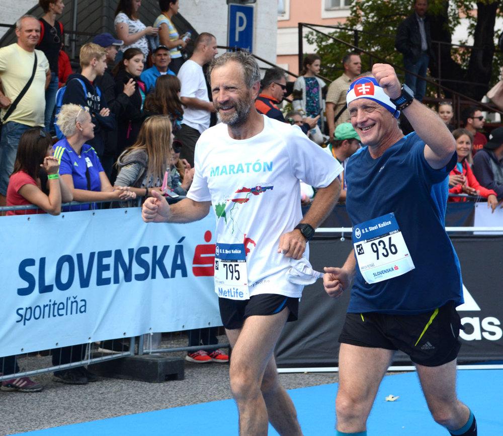 Košický farár Peter Gombita si do Košíc prerušil svoj ultramaratón do Ríma. Napriek otlakom o bolestiam zdolal maratónsku trať. Po krátkom oddychu plánuje pokračovať vo svojom behu do Vatikánu, ktorým chce upozorniť svet na potrebu pomoci chudobným, s ktorými prichádza denno-denne do styku pri svojej práci v útulku v Bernátovciach neďaleko Košíc.
