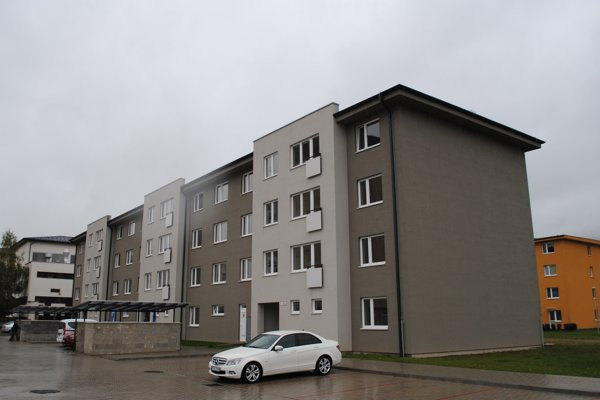 Nový bytový dom na Karpatskej. Domov tu nájde 33 majiteľov, vyžrebovali už 22 z nich.