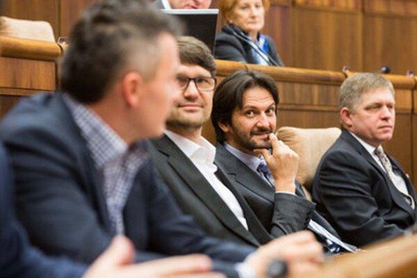Robert Fico s Robertom Kaliňákom, Marekom Maďaričom a Jánom Počiatkom.