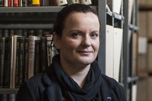 Lenka Pavlíková (32) pochádza z Galanty, riaditeľkou Štátneho archívu v Bratislave je od júla 2013. Predtým pracovala ako archivárka na ministerstve vnútra, vyštudovala históriu na Trnavskej univerzite.