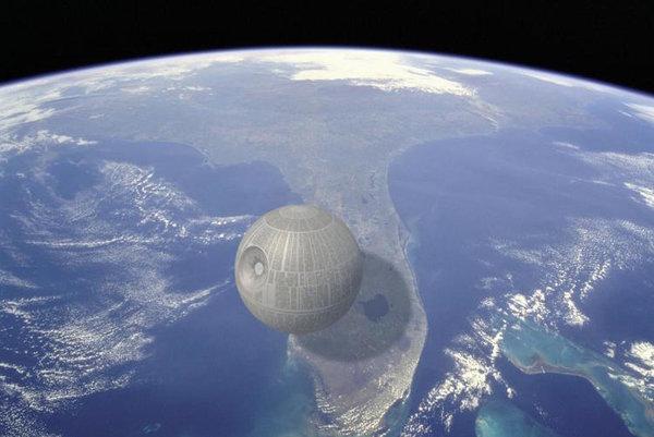 Aj keď Hviezda smrti v skutočnosti neexistuje, je jednou z najväčších mašín, ktoré boli kedy vymyslené. V priemere má približne 160 kilometrov, čiže asi štvrtina dĺžky Floridy.