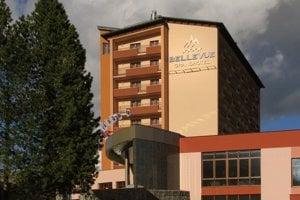 Policajní funkcionári sa zišli v hoteli podnikateľa blízkeho Smeru.