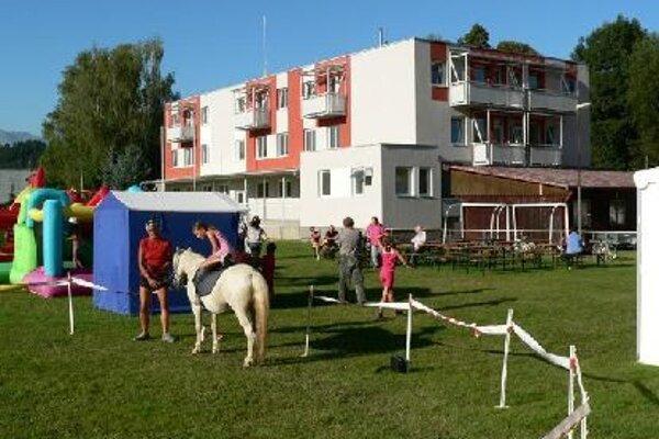Okrem bytov vybudovali vPodturni materskú školu aj zdravotné stredisko.
