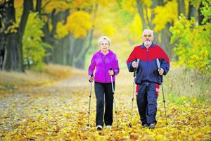 Kto nemá čas na telocvik, nájde si ho dosť na stenanie. ANGLICKÉ PRÍSLOVIE. Najlepším športom pre seniorov je chôdza s paličkami, nazývaná aj nordic walking.