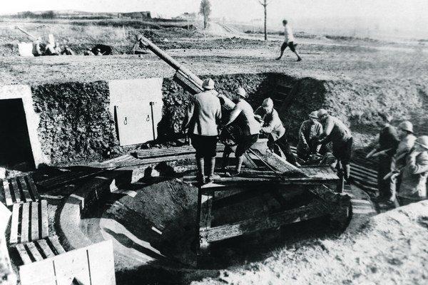 """Francúzski vojaci v najkrvavejšej bitke celej vojny. Vetu """"páliť ako pri Verdune"""" dodnes používajú najmä športoví komentátori."""