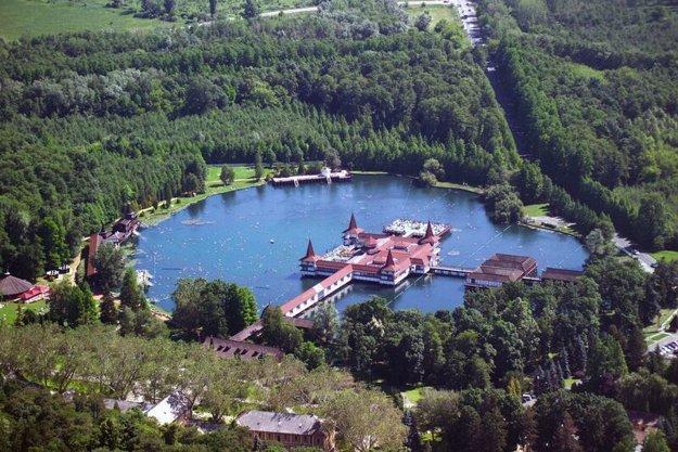 Termálne jazero Heviz je svetový unikát.