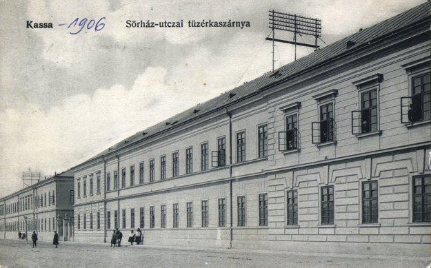 Pohľad na časť Poštovej ulice v roku 1906.