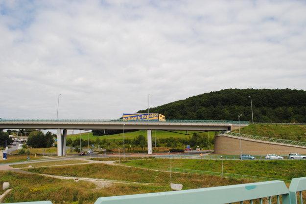 Juhozápadný obchvatV tejto časti by sa malo pokračovať s napojením diaľnice.