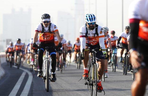 Vdave sa objavili zástupcovia ambasád, prezident Medzinárodnej cyklistickej únie Brian Cookson, legendárny Belgičan Eddy Merckx.