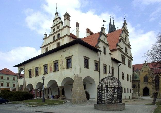 Levočskí reštaurátori zreštaurovali v rokoch 2004-05 vo vnútri radnice vzácny renesančný drevený trámový strop.