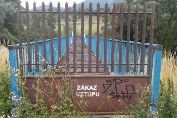 Most cez Váh pod Zapač.