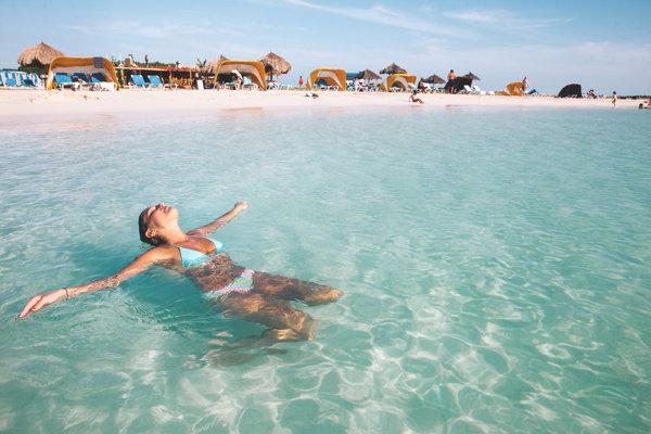 Aruba prekvapí aj poteší mnohými lákadlami. Pláže sú takmer dokonalé.