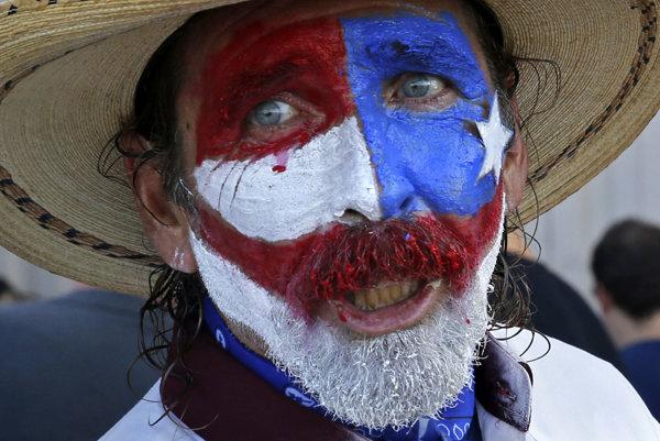 Muž s texaským logom, tzv. Lone Star.