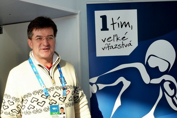 Miroslava Lajčáka vidieť. Tento týždeň napríklad otváral prezentačné miesto Slovenska v Soči.