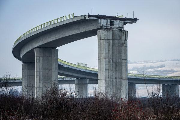 Rozostavaný viadukt v blízkosti Žiliny.
