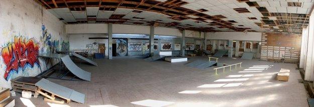 Hala bývalých kasárni Senica - kedysi aj skatepark
