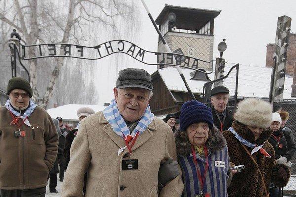 Bývalí väzni sa pri 69. výročí oslobodenia tábora vrátili do Osvienčimu.