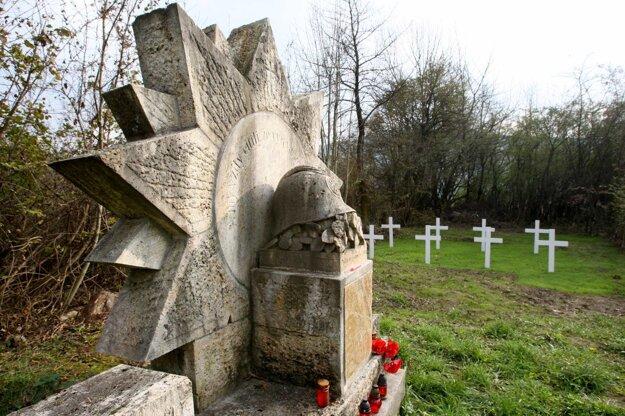 Dnes je súčasťou cintorína aj pomník legionárom.