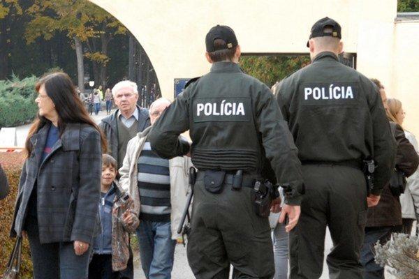 Polícia dohliadne na poriadok.