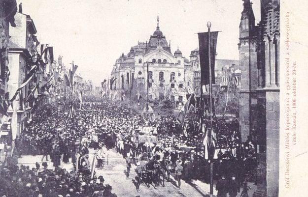 Smútočný sprievod pred Dómom sv. Alžbety, 29. 10. 1906.