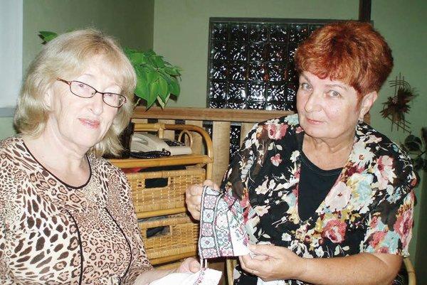Anka Kolibárová (vpravo). V dôchodku doháňa, čo predtým nestihla.