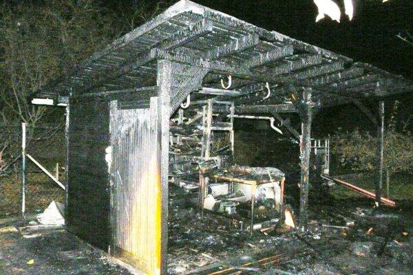 Tu horelo. V objekte zhoreli aj sánky či pneumatiky.