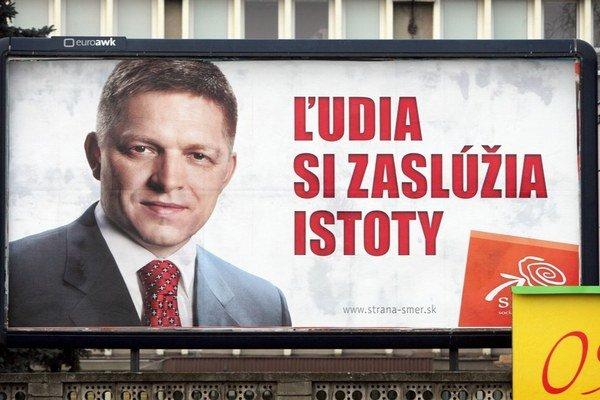 V bilborde spred parlamentných volieb v roku 2012 použili rovnakú Ficovu fotku akú má súčasný bilbord na prezidentskú kampaň.