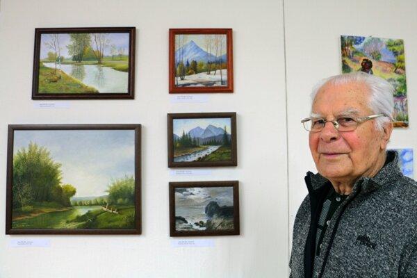 Zdeno Malík má 91 rokov, svoje obrazy spolu s ďalšími seniormi prezentuje v Prievidzi.