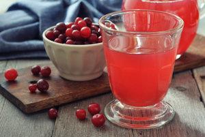 Rovnako ako brusnicový džús by vám pomohol aj pohár vody.