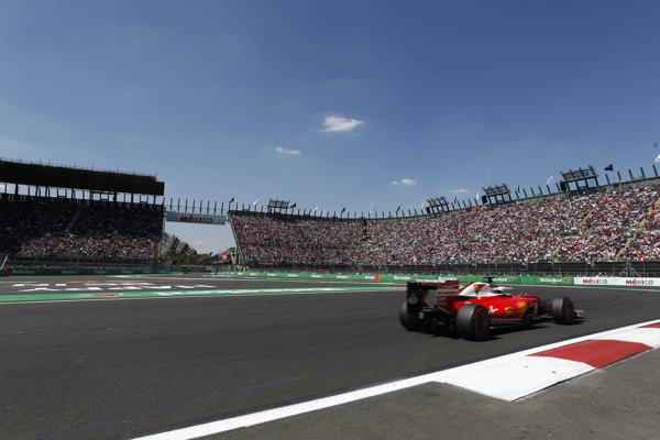 Kimi Raikkonen počas kvalifikácie na Okruhu Hermanosa Rodrigueza.