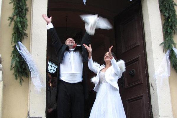 Známi novomanželia.