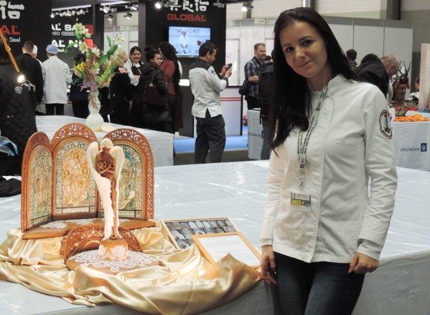 Andrea Pribilincová s oceneným dielom.