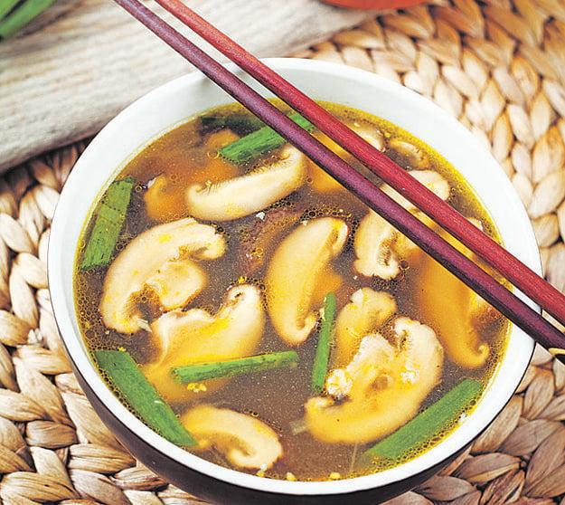 Glutamát zvýrazňuje chuť jedla, aj preto ho kuchári pridávajú do exotických, napr. čínskych jedál. V skutočnosti je neškodný.