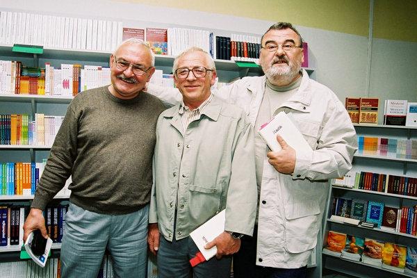 Osamelí bežci zľava Peter Repka, Ivan Lauík a Ivan Štrpka.