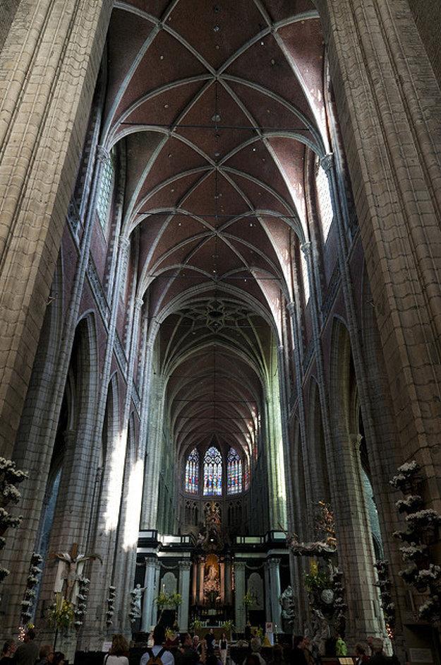 Vnútro katedrály.