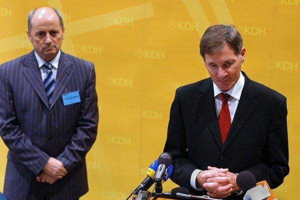 Ján Čarnogurský by dal prezidentovi právo predkladať zákony, Pavol Hrušovský je spokojný.