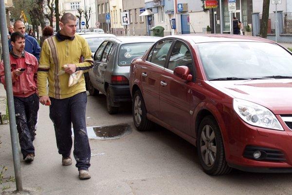 V novom návru sa maximálna výška hodinového dočasného parkovania znížila z päť na tri eurá.