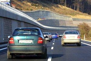 Rýchlostná cesta R1 na úseku medzi Novou Baňou a Žarnovicou.