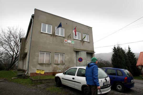 Do konca roka chcú na obecnom úrade vymeniť okná.