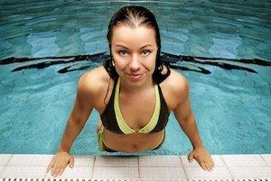 Na vzniku mykózy sa môže podieľať aj chlórovaná voda v bazéne.