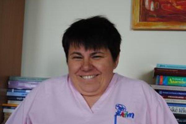 Narodila sa v roku 1965 v Prešove. Vyštudovala Lekársku fakultu (odbor Všeobecné lekárstvo) na Univerzite P. J. Šafárika v Košiciach, neskôr tam absolvovala aj externé doktorandské štúdium. V roku 1989 nastúpila na Anestéziologicko-resuscitačné oddele